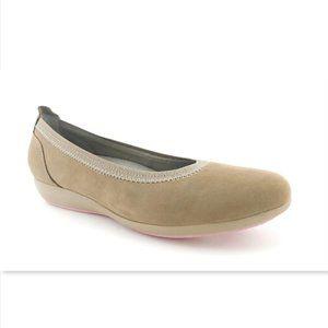 Unworn DANSKO Taupe Nubuck Leather Ballet Flats 37
